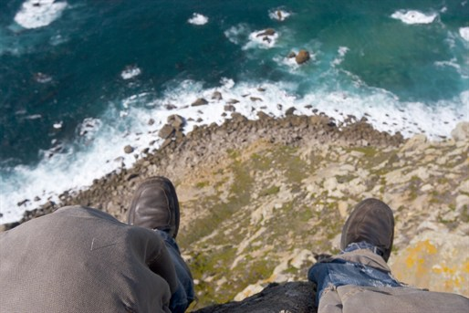 man on cliff edge_93115599_514x343.jpg